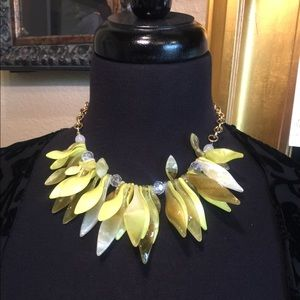Jewelry - Yellow shell necklace